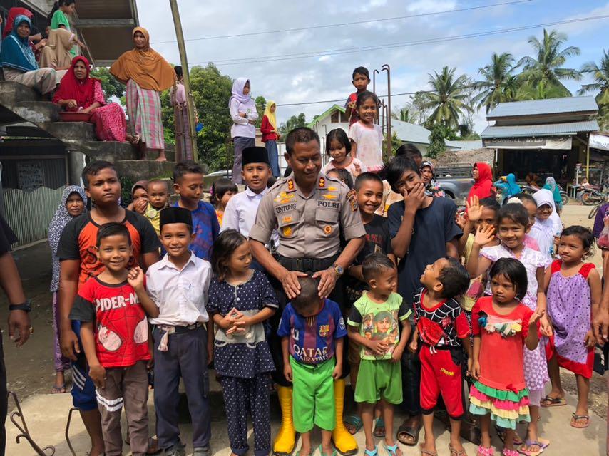 Kapolres Lanjutkan Penyaluran Bantuan Ke Lima Gampong di Baktiya Barat