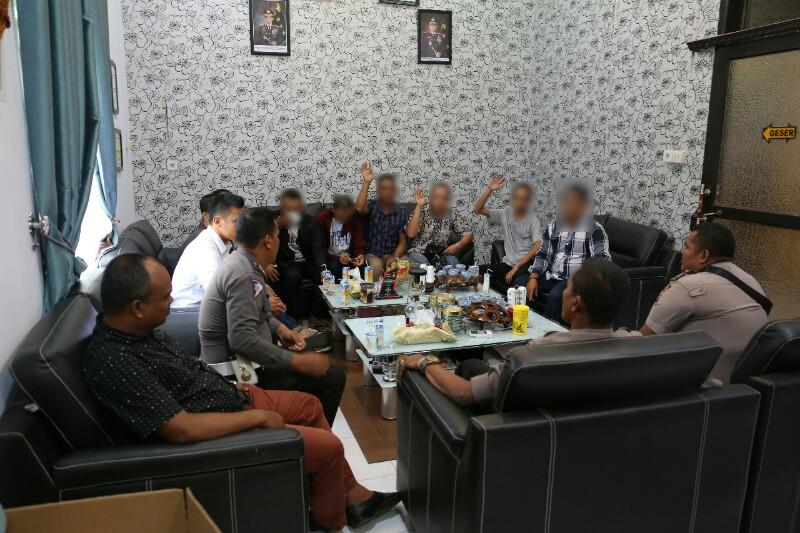 Banci Salon di Mapolres Aceh Utara Berubah Macho–Macho