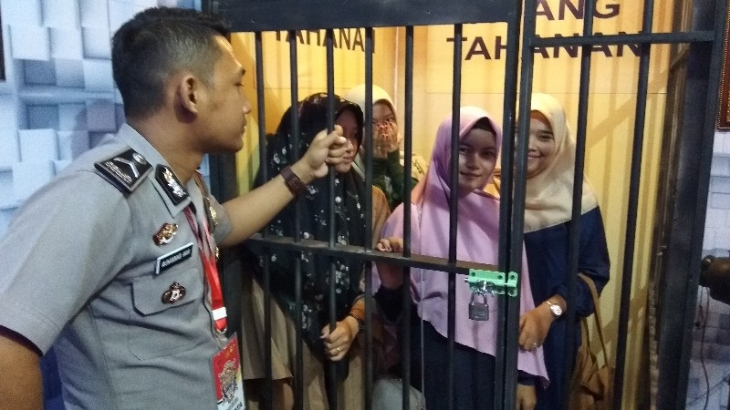 Ruang Tahanan di Stand Polres Aceh Utara Menarik Pengunjung Untuk Selfie