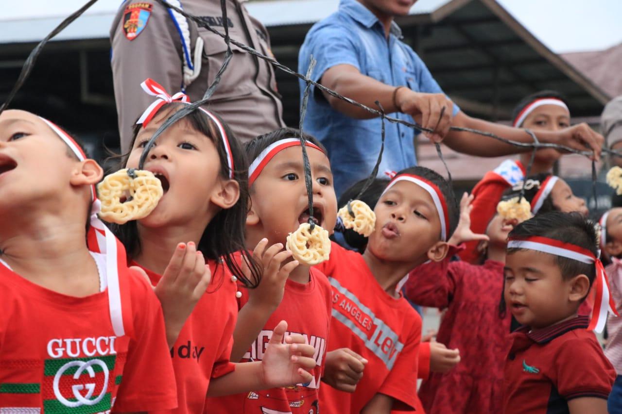 Meriahkan HUT RI ke-74, Anak-anak Polisi di Aceh Utara Ikut Lomba Makan Kerupuk