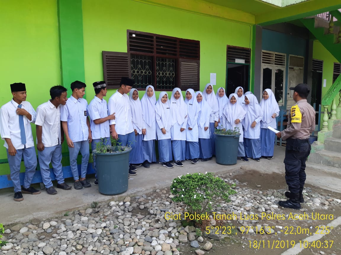 Polsek Tanah Luas Sosialisasi Penerimaan Polri ke Dua Sekolah