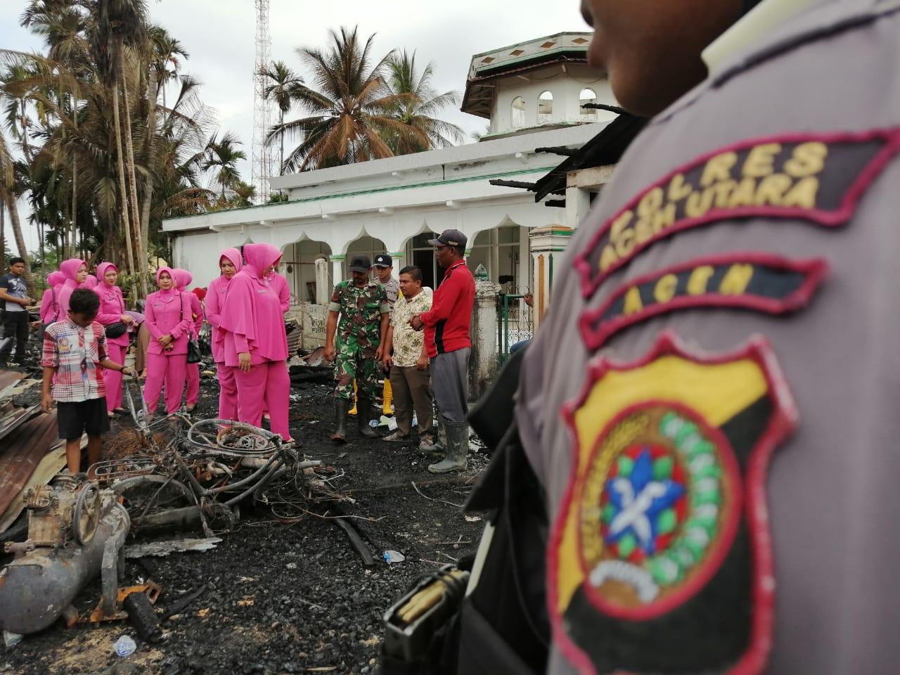 Bhayangkari Aceh Utara Turut Bantu Korban Kebakaran di Pirak Timu