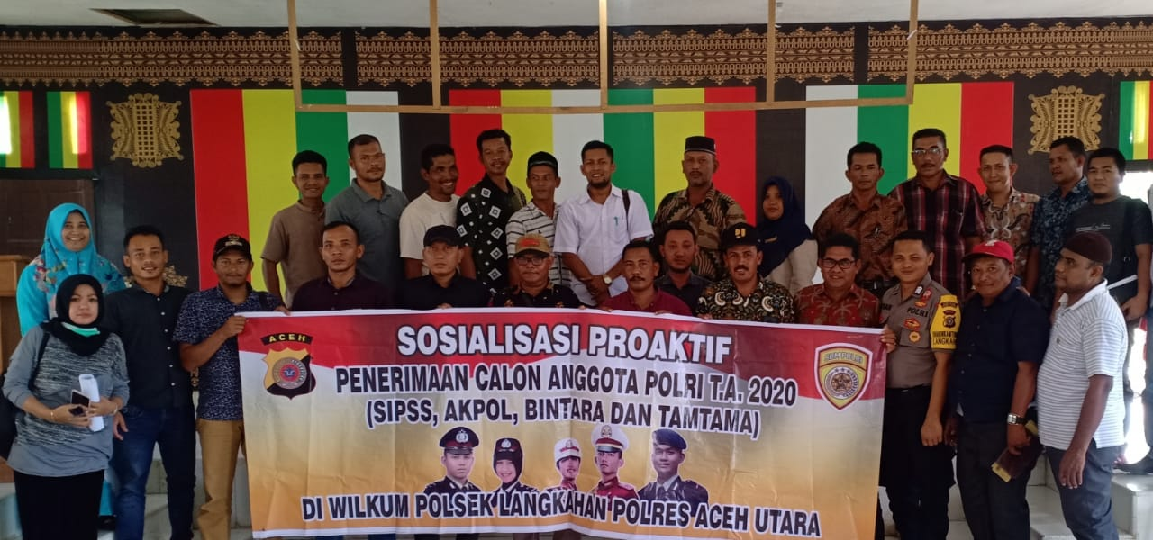 Bhabinkamtibmas di Langkahan Sosialisasi Penerimaan Polri Pada Para Keuchik