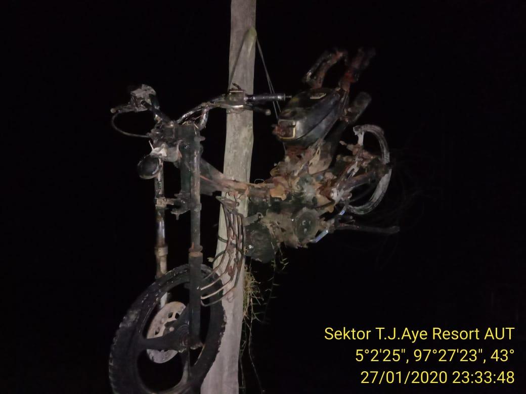 Motor F1ZR Milik Keuchik dibakar lalu digantung ke Tiang, Ini Sebabnya