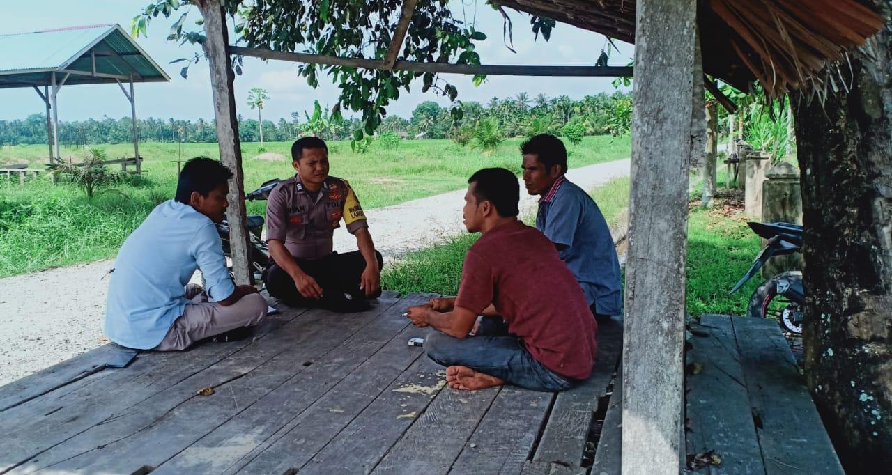 Bhabinkamtibmas di Langkahan Keliling Desa Binaan Bicara Pengaruh Globalisasi