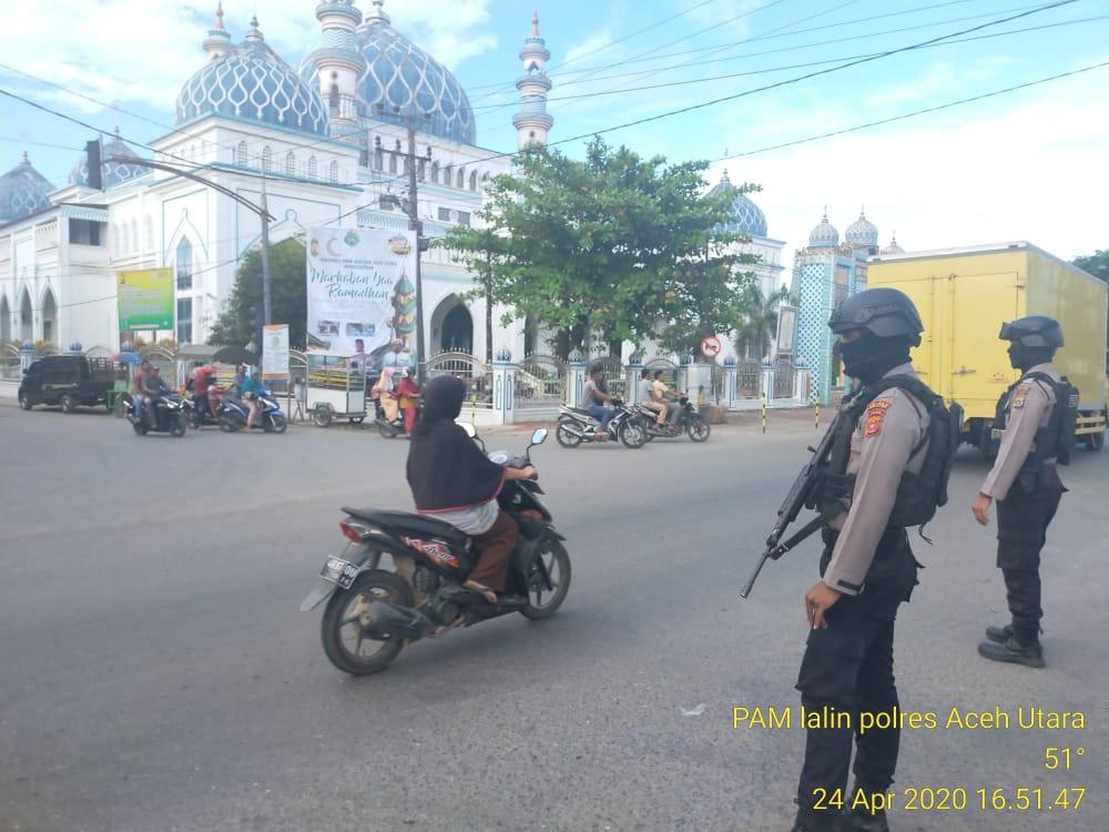 Foto : Tim Patroli Sabhara dikerahkan Cegah Macet Jelang Berbuka Puasa di Lhoksukon