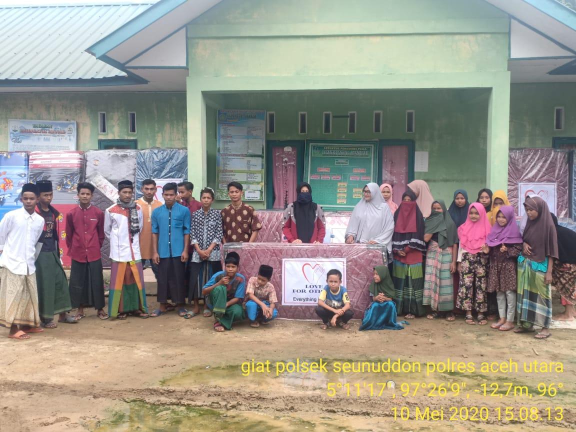 Foto : Panti Asuhan Raudhatul Jannah Terima Bantuan Dari Bhayangkari