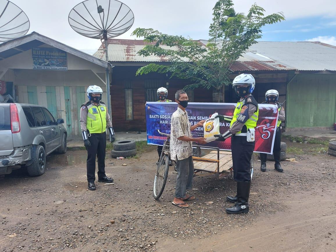 Foto : Peringati Hari Lalu Lintas ke-65, Satlantas Aceh Utara Bagi-bagi Beras