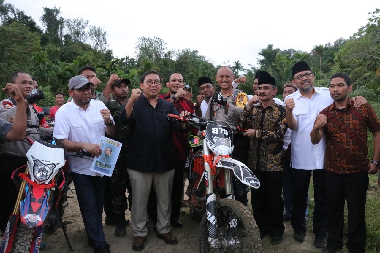 Kapolres Aceh Utara Sambut Kunjungan Fadli Zon dikaki Bukit Menuju Makam Cut Meutia