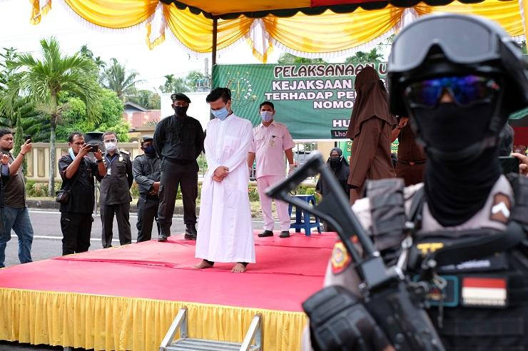 Kejari Aceh Utara Eksekusi Cambuk Empat Pemuda Terpidana Pelecahan Seksual
