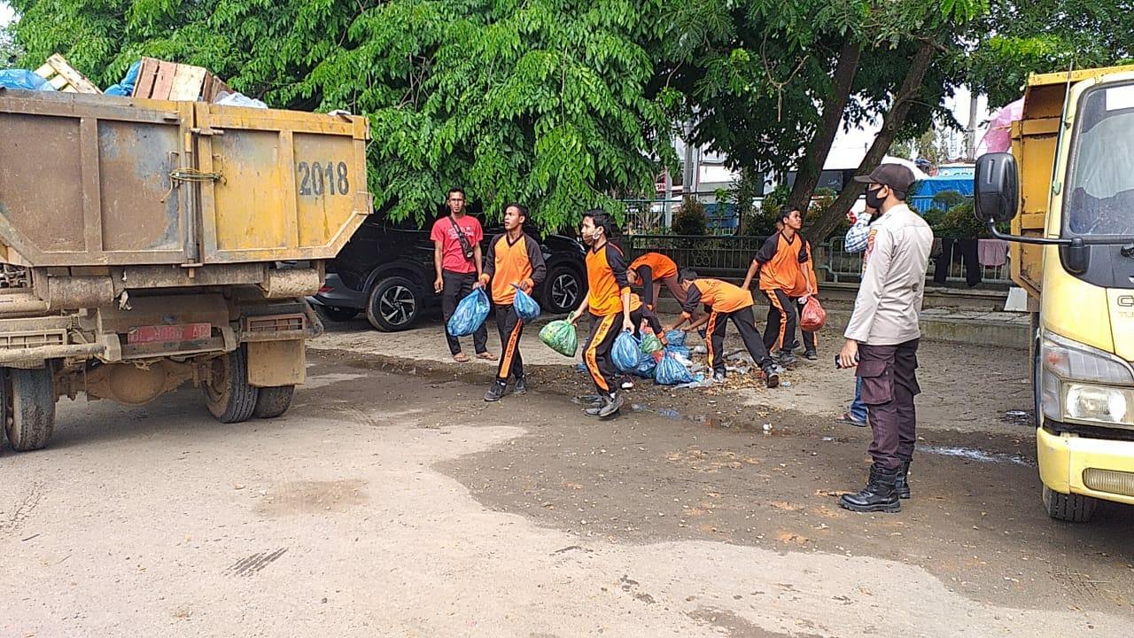 TNI/Polri dan Ratusan Pelajar Gelar Aksi Bersih-bersih di Kota Lhoksukon