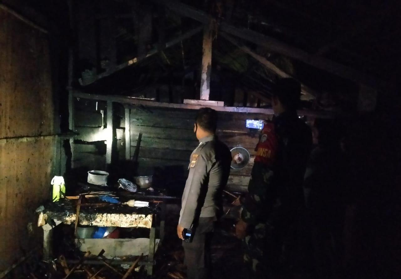 Ditinggal Pergi ke Sawah, Rumah Petani di Pirak Timu Terbakar
