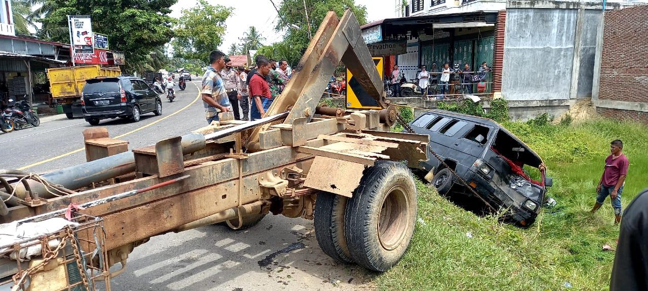 Kecelakaan di Simpang Dama Honda Supra Tabrak L300 Hingga Terguling
