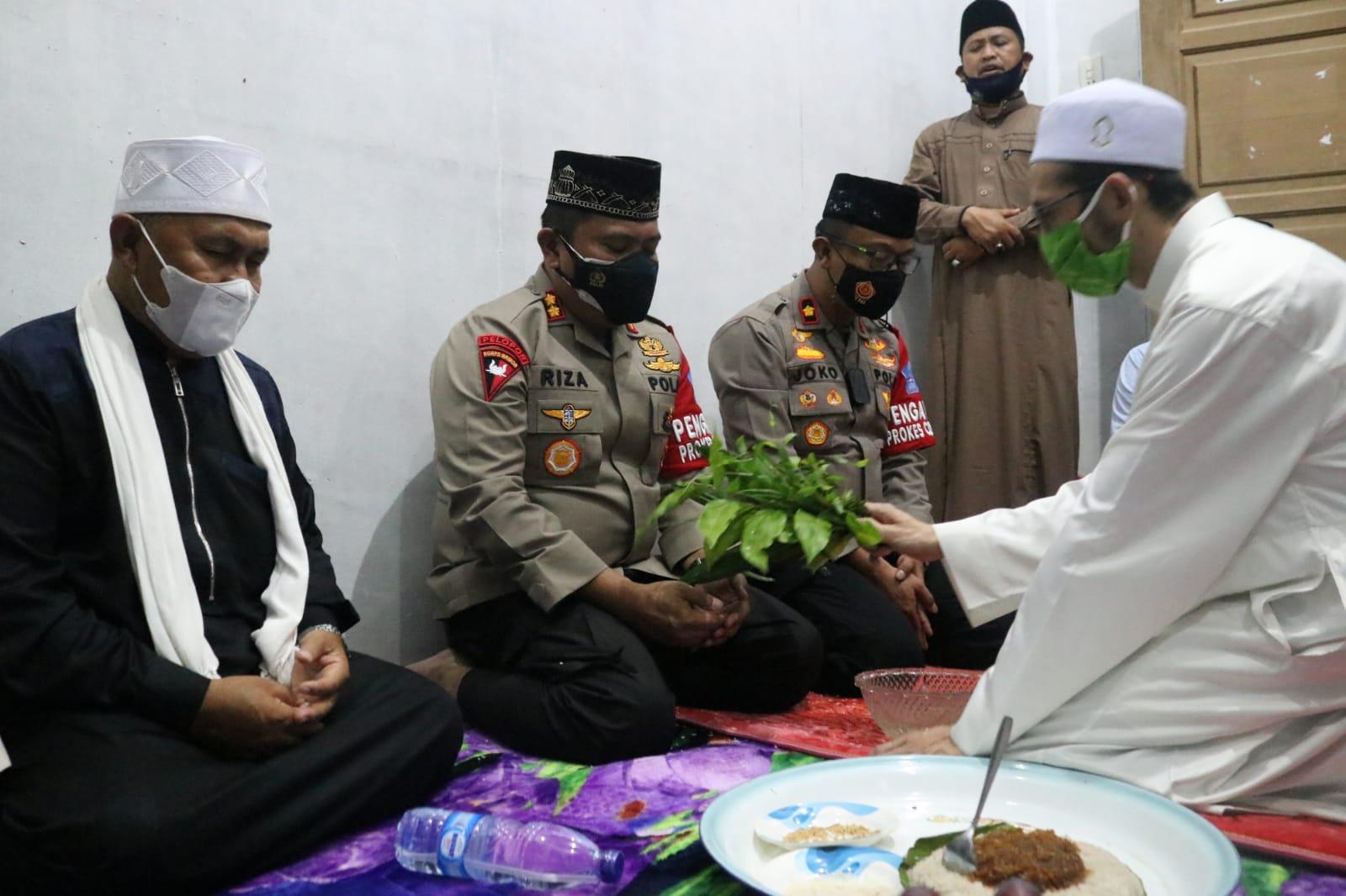 Mohon Restu, Kapolres Aceh Utara silaturahmi dengan Waled landeng