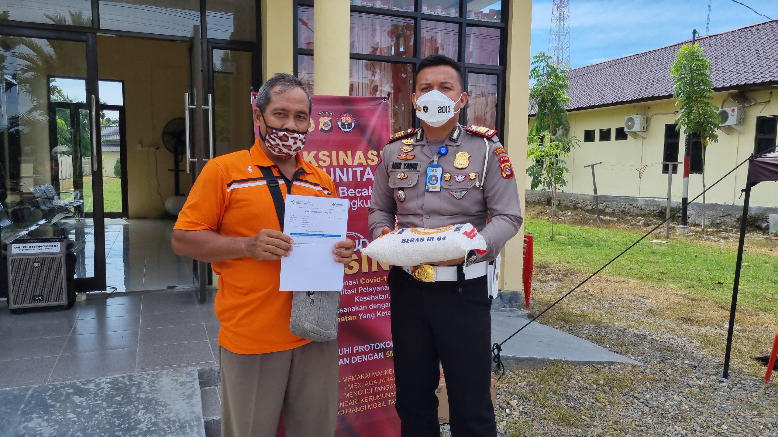 Pengemudi Becak dan Supir Angkutan turut mensukseskan vaksinasi dipolres Aceh Utara