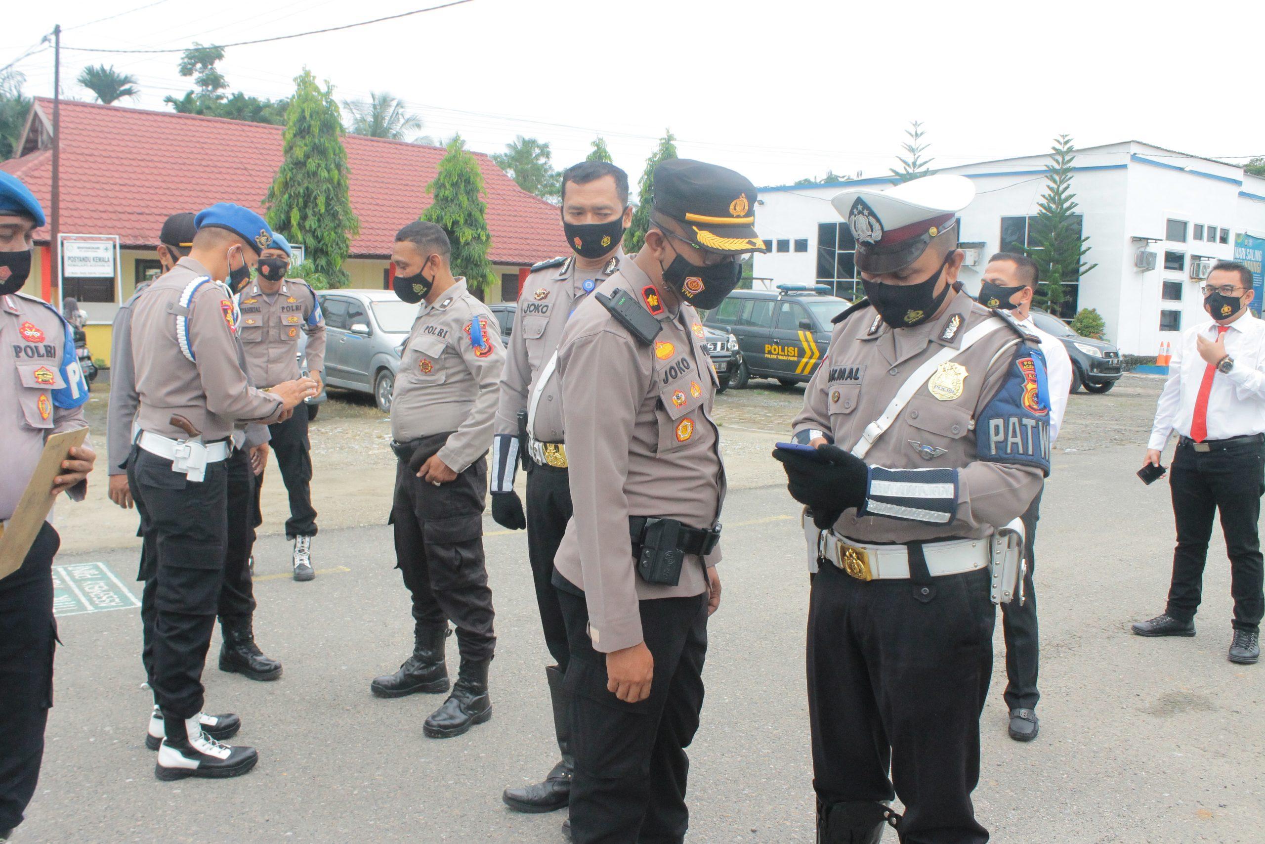 Kapolres Aceh Utara Sidak Handphone Personil Dan Akan Tindak Tegas Bagi Pemain Chip domino