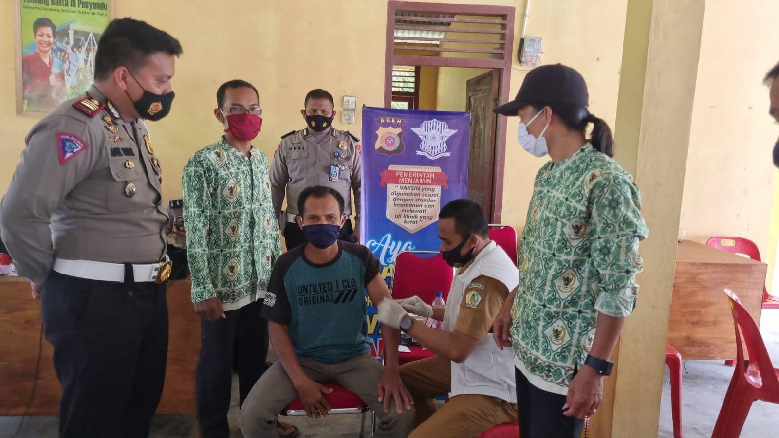 Sat Lantas Polres Aceh Utara Gelar Vaksin Tamoeng Gampong dan Pengobatan Gratis